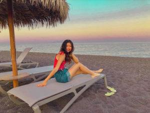 Khám phá bờ biển cát đen thu hút du khách ở Hy Lạp